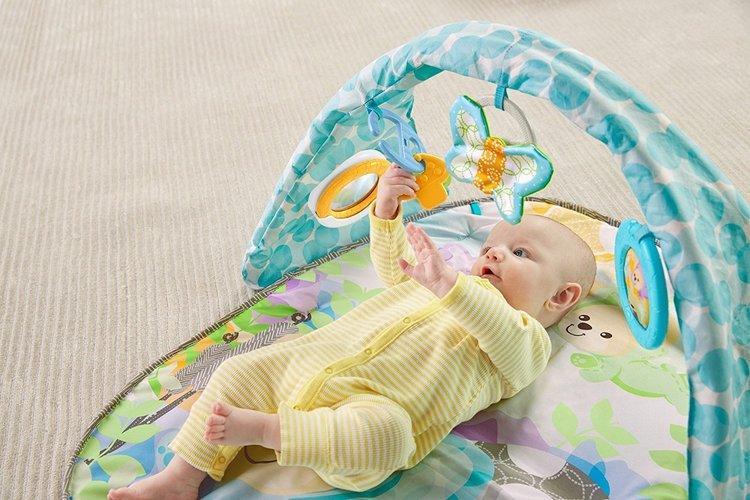 Fjärilar drömmar Babygym med melodier. Från födseln