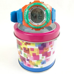 Digital barnklocka med förpackning