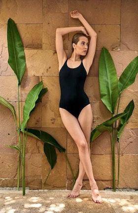 Perfect Suit- Den perfekta svarta baddräkten Anita