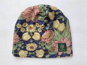 Mörkblå blommig mössa