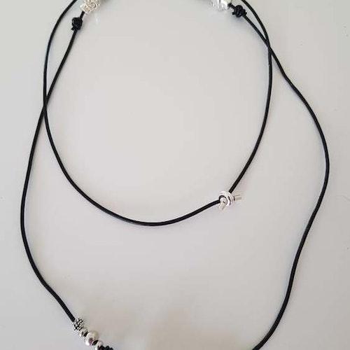 Halsband(armband) med döskallar