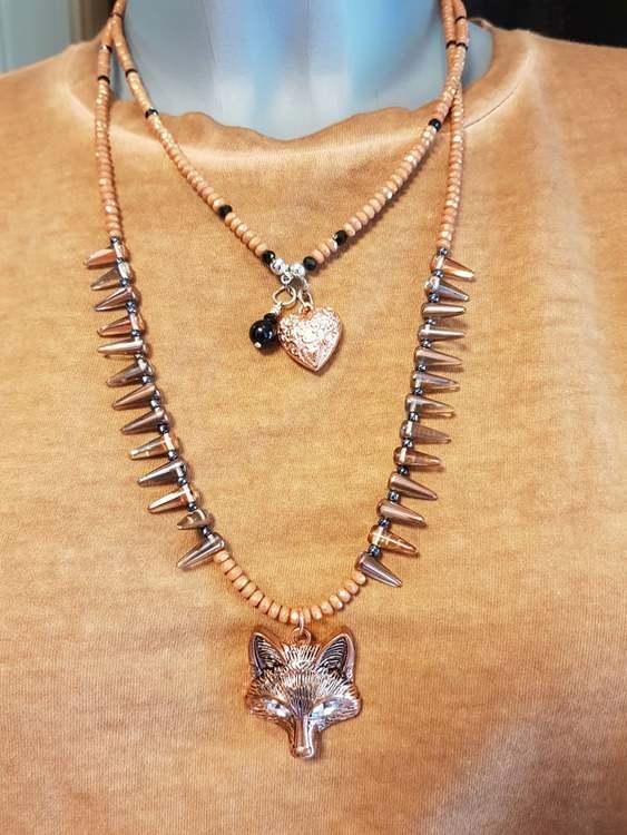 Halsband med ett Rävansikte