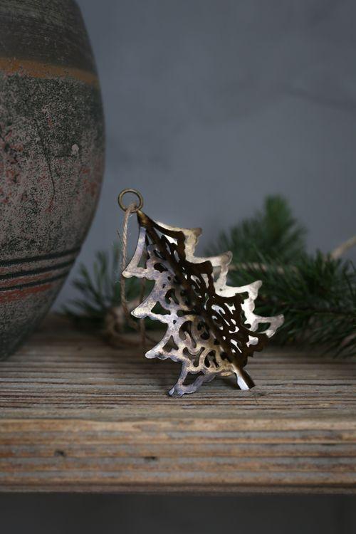 Julgranskulor i återvunnet järn