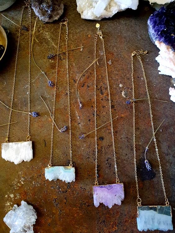 Halsband med agatskivor