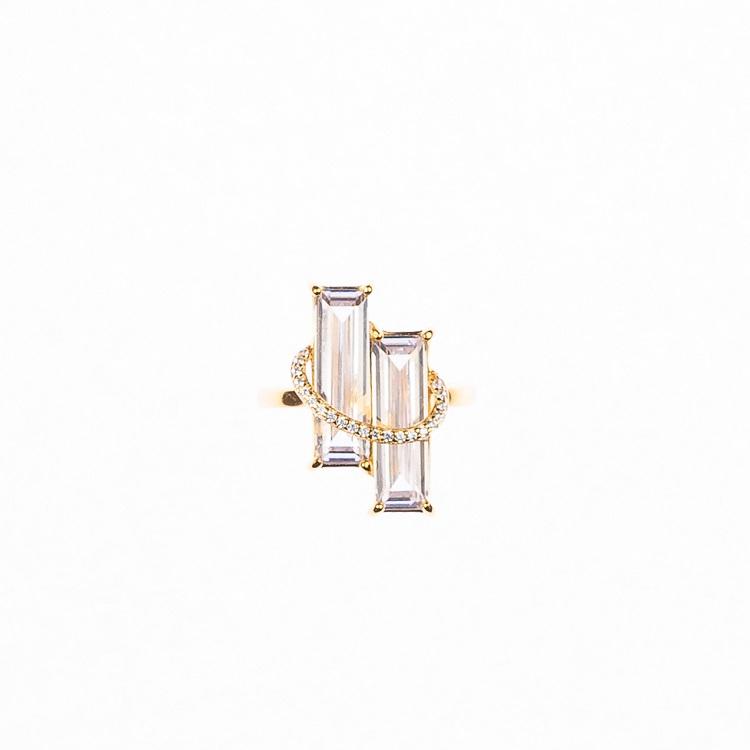 By Björk ring i silver med plätering i guld med två stora stenar designad av Sofia Björk