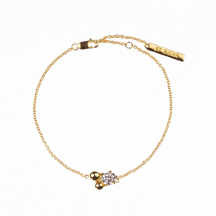 By Björk silverarmband med guldplätering med sten och guldkulor designad av Sofia Björk