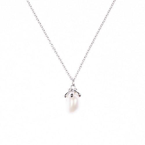 Halsband i silver med oregelbunden sötvattenspärla