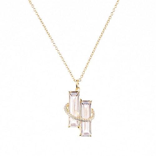 Halsband i guldförgyllning med två rektangulära stenar