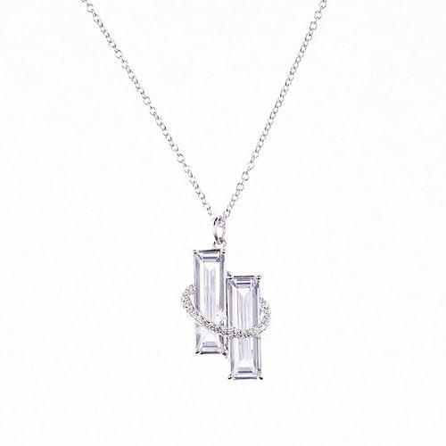 Halsband i silver med två rektangulära stenar