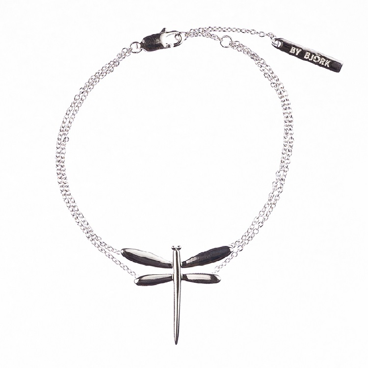 By Björk silverarmband med slända av smyckesdesigner Sofia Björk