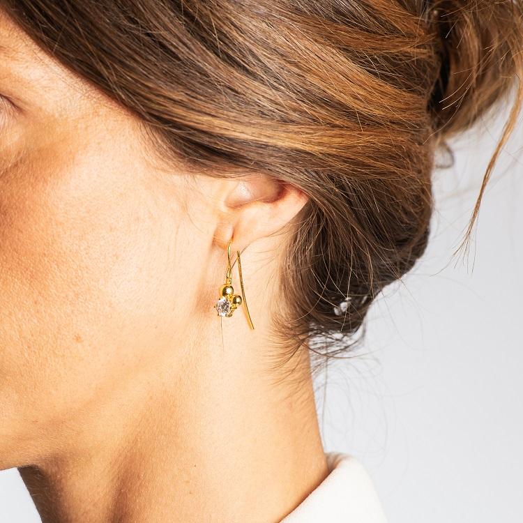 By Björk örhängen i silver med guldplätering med sten och två kulor av smyckesdesigner Sofia Björk