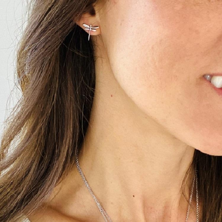 Sländörhängen i silver ifrån By Björk