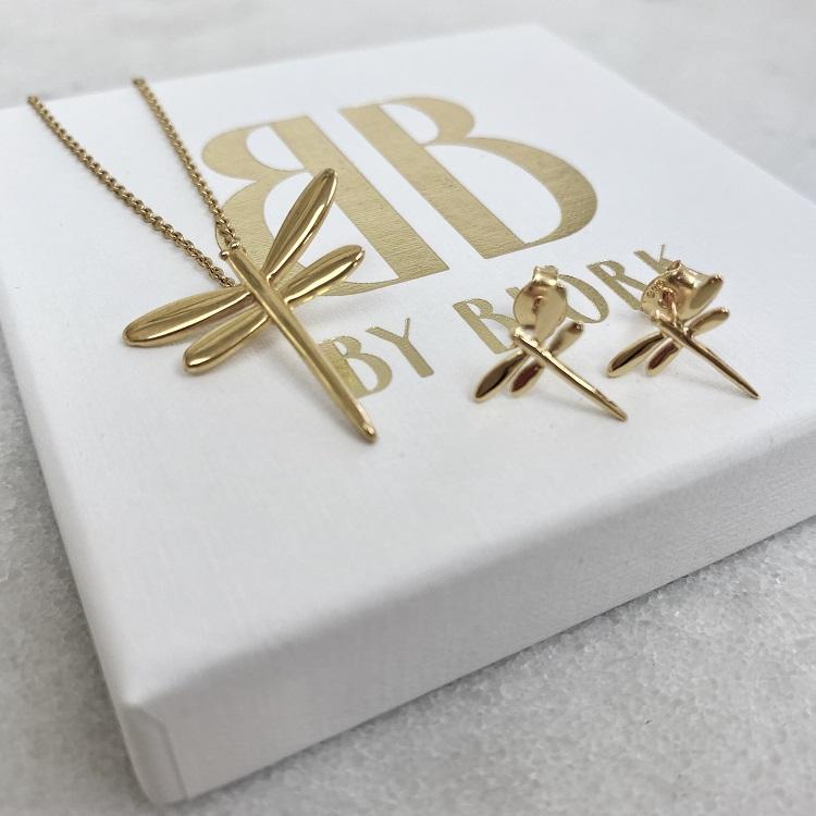 guldsländor som örhängen gjorda i silver med 18K guldförgyllning designade av Sofia Björk