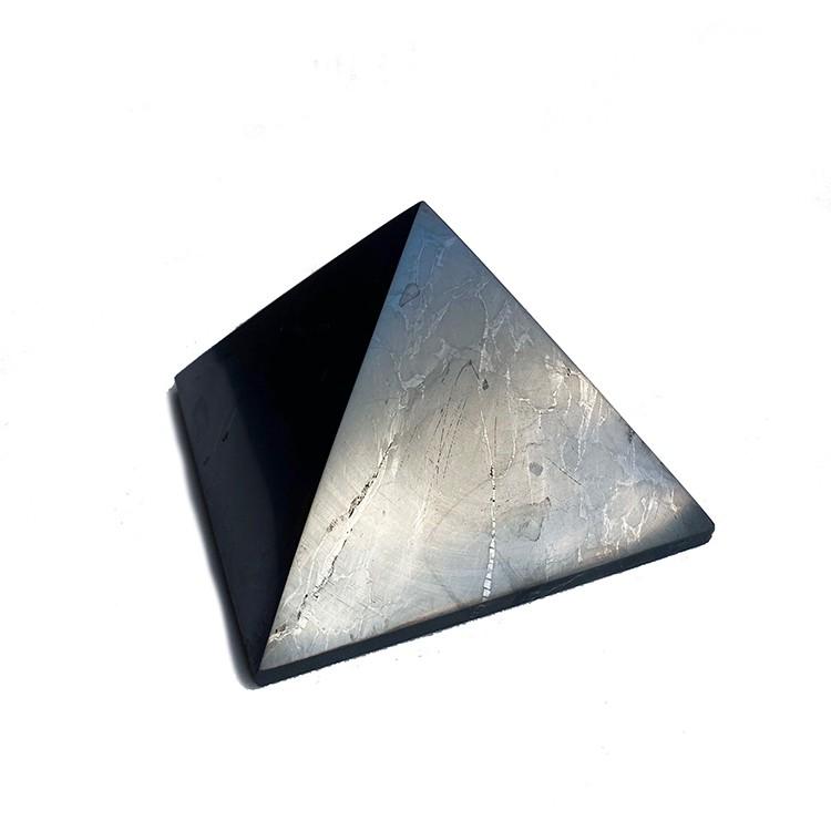 Shungit pyramid L polerad, 7 cm