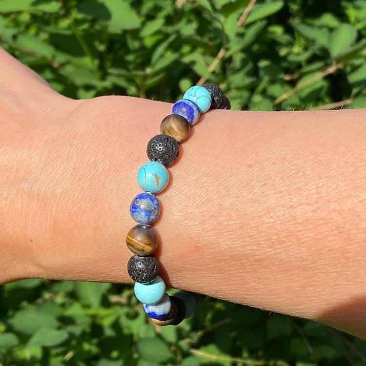 Armband av Turkos, Tigeröga, Lapis lazuli och Lavapärlor 8 mm