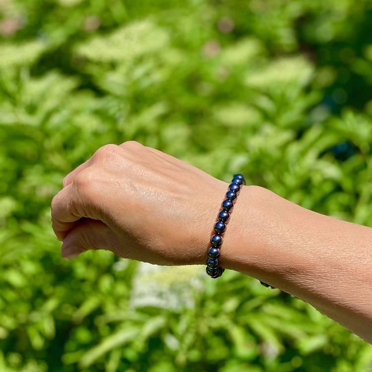 Hematit elastiskt armband med 8 mm pärlor