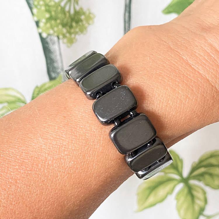 Shungit armband av rektangulära plattor