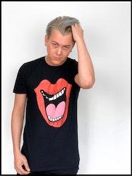"""Emil Assergård x FEJK - T-shirt """"SnusläppN"""" Svart"""