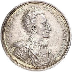 Sverige, Karl XII 1697-1718, Silvermedalj över konungens segrar åren 1700-1706, graverad av G. Hautsch