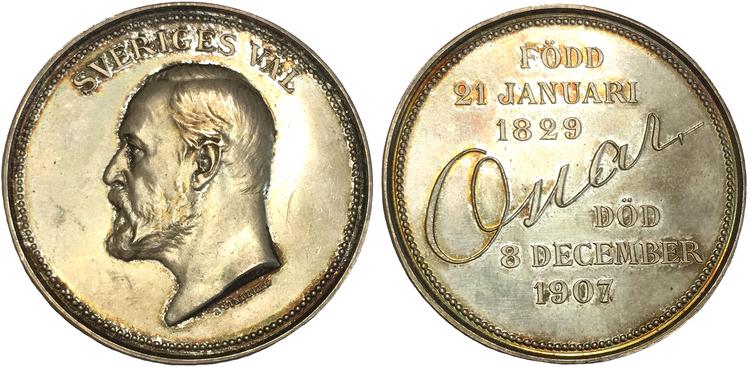 SVERIGES VÄL - Oskar II 1829-1907 - MINNESMEDALJ I SILVER TILL KONUNGENS DÖD, graverad av Adolf Lindberg