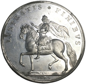 Konung Karl XI rider Eriksgata 1673 - Ex. greve Bonde, EXTREMT SÄLLSYNT - XR - av Arvid Karlsteen
