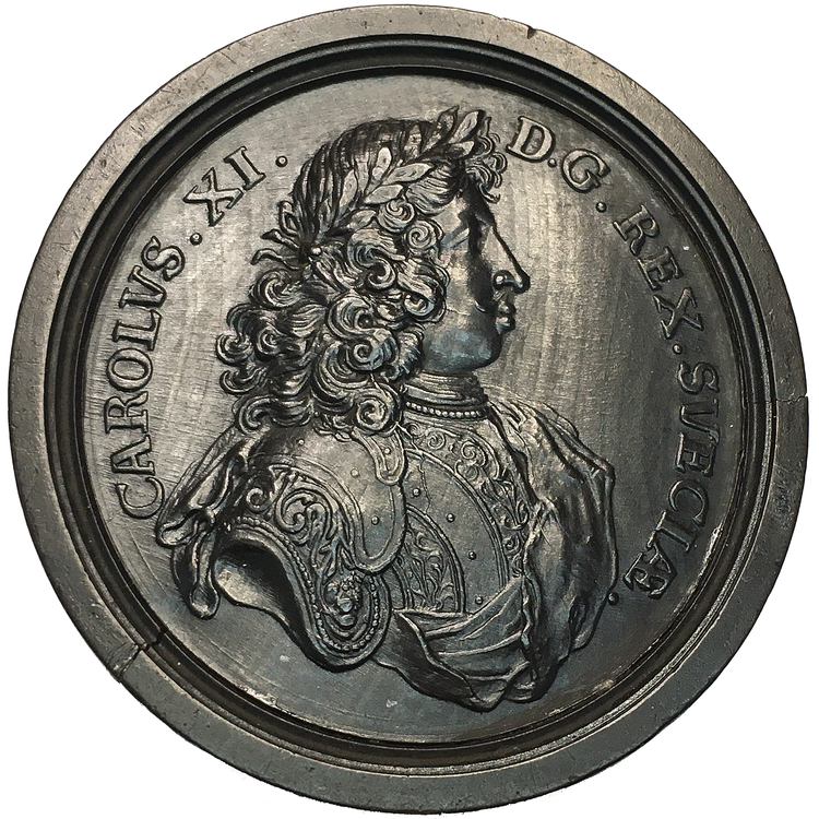 Karl XI - 1690-talet - präglad spelmark i trä - SÄLLSYNT & TOPPSKICK