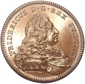 Fredrik I - Konungens instiftar Serafimer-, Nordstjärne- och Svärdsordnarna 1748 av Daniel Fehrman - Ocirkulerat toppexemplar- RAR