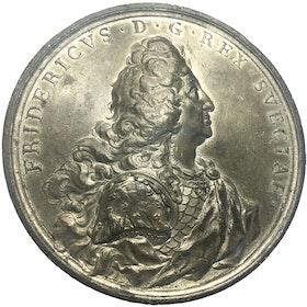 Fredrik I - Grundstenen till flyglarna på Stockholms slott nedlagda 1734 av Johann Carl Hedlinger - RRR