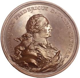Adolf Fredrik Kungaparets fabriksanläggningar på Drottningholm förevisas ständerna 1762 - av Daniel Fehrman TOPPEXEMPLAR - RAR