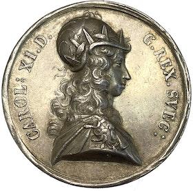 KARL XI 1660-1697, Silvermedalj med anledning av segern vid Lund 1676 av J.G. Breuer - MYCKET SÄLLSYNT - RR