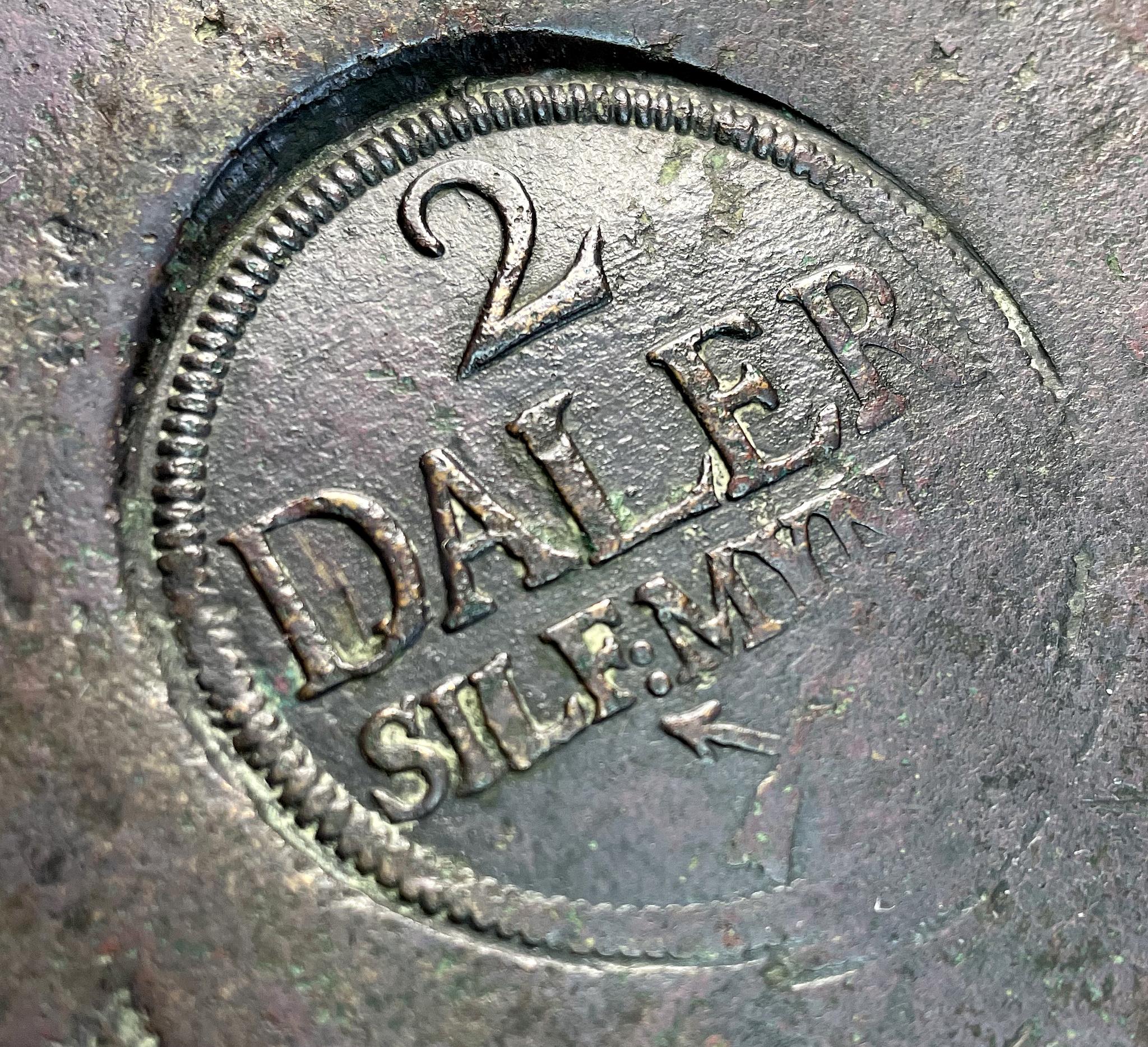 Fredrik I - Plåtmynt 2 Daler Silvermynt 1742 - Fin färg med bra stämplar
