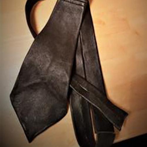 Slips, svart läder