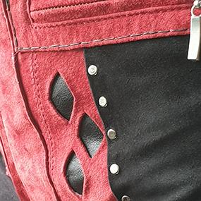 HQ-topp i svart och röd mocka