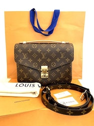 NEW!!! Louis Vuitton Pochette Metis Monogram Canvas M44875