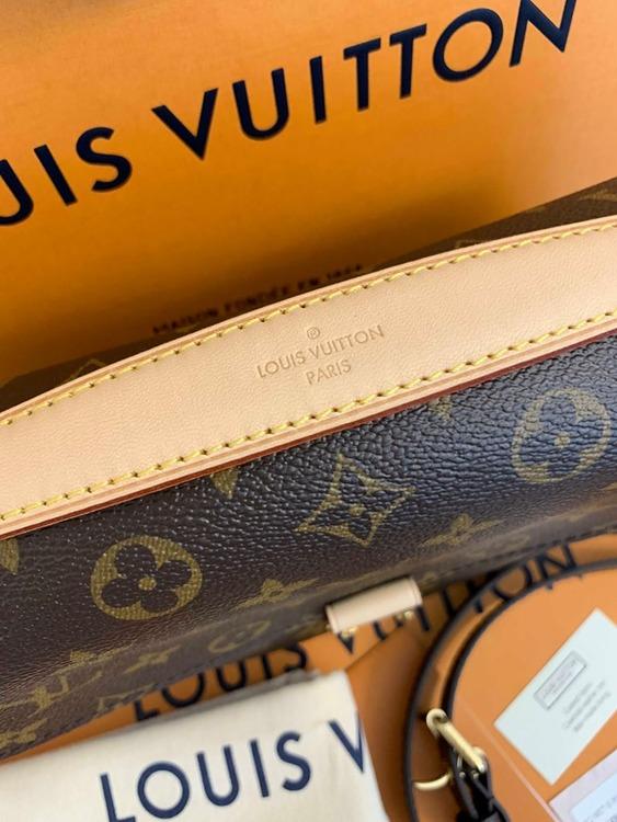 NEW!!! Louis Vuitton Pochette Metis Monogram Canvas M44875