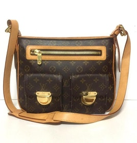 Louis Vuitton Hudson Monogram Canvas GM