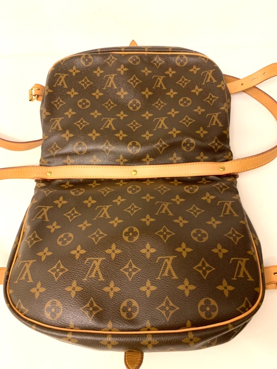 Louis Vuitton Samur 30 Monogram Canvas Crossbody Bag