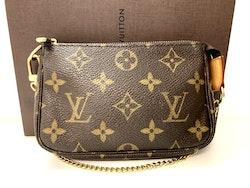 Louis Vuitton Mini Pochette Accessoires Monogram Canvas Bag