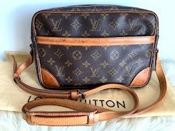 Louis Vuitton Trocadero 27 Monogram Canvas Crossbody Bag