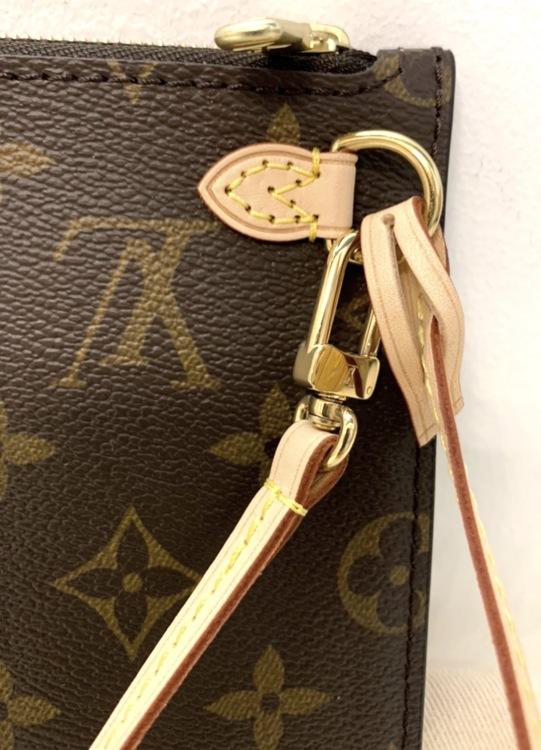 Louis Vuitton Neverfull MM Monogram Clutch