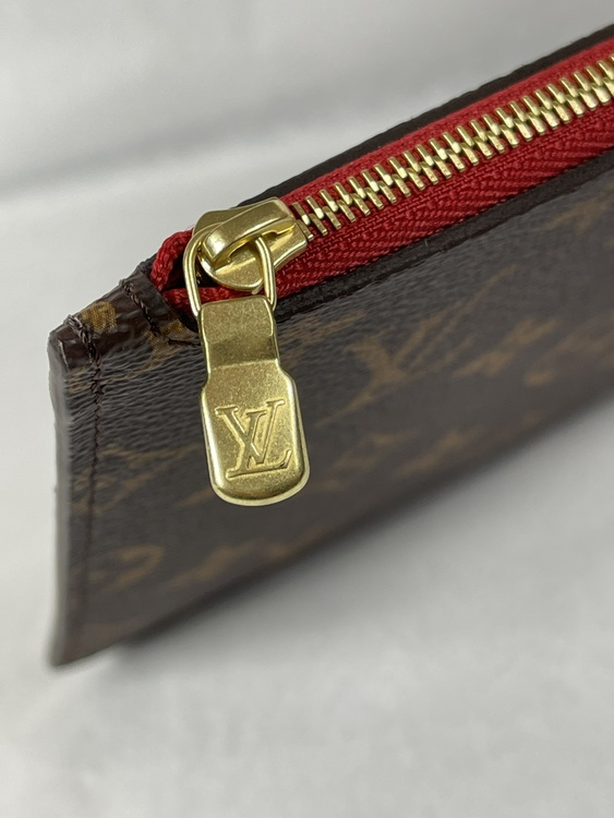 Louis Vuitton Neverfull MM Monogram Clutch