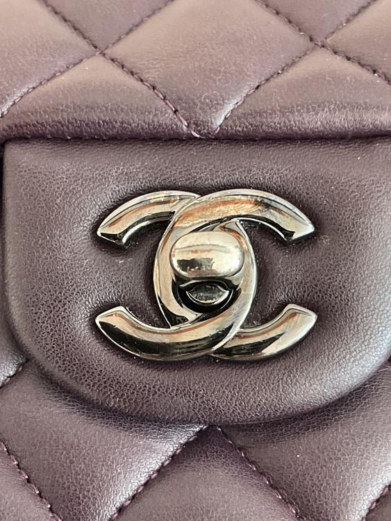 Chanel Classic Medium Double Flap Lammskinn With Silver Metal