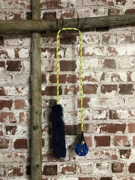 JW hol-ee Roller xs på lång cord  med kaninskinn