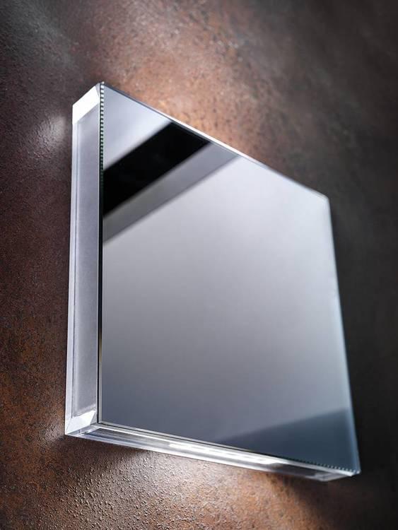 AB Arlemark AREA vägglampett från Puraluce vacker och enkel design med spegeleffekt