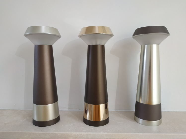 AB Arlemark Pharo från Puraluce Uppladdningsbar bordslampa Design by Corcione Tinucci