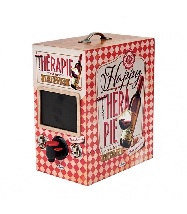 Vinbox 3L i trä med texten Happy therapie med både knäppen fram och en liten griffeltavla.