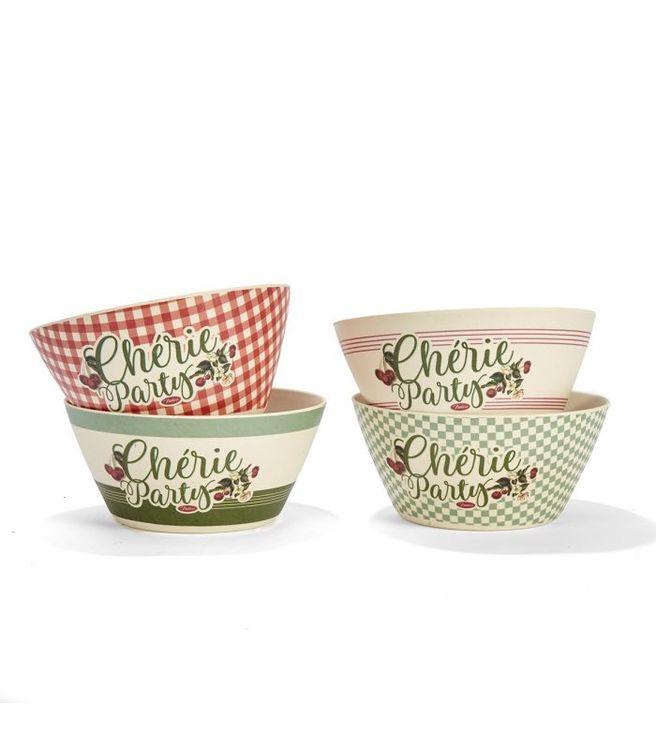 4st små skålar med olika färger på men alla med körsbär och texten Chérie party.