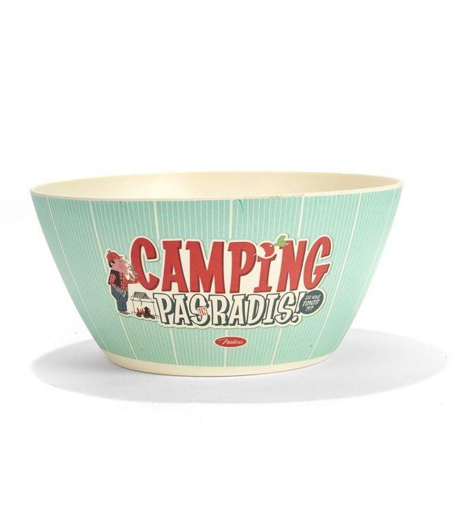 Stor ljusblå sallasdskål med texten camping.
