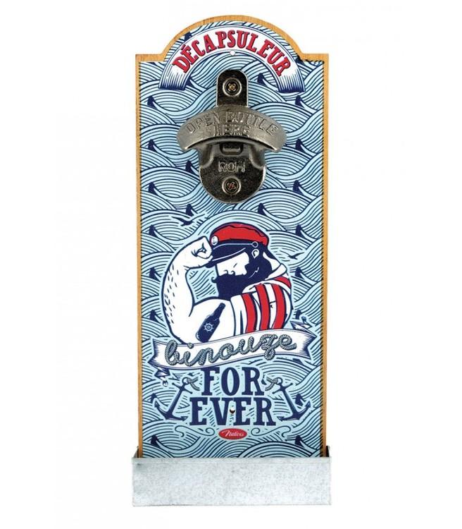 Ljusblå kapsylöppnare med en sjöman på för väggen, for ever.