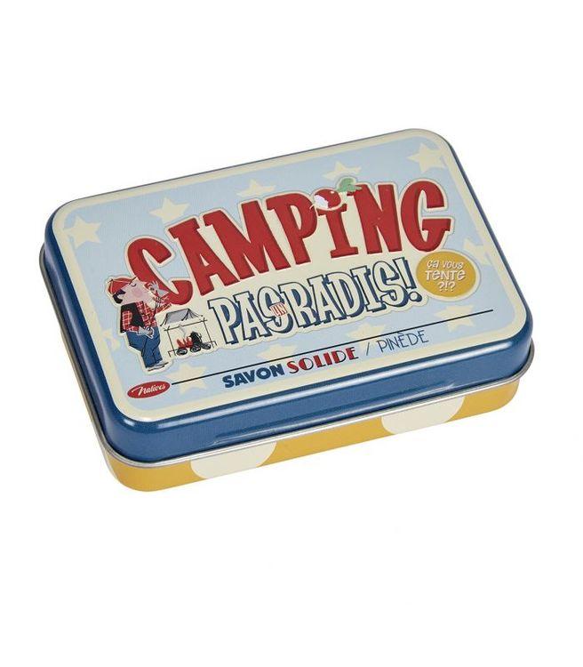 Plåtburk med texten camping paradis på och en gul handtvål i burken.